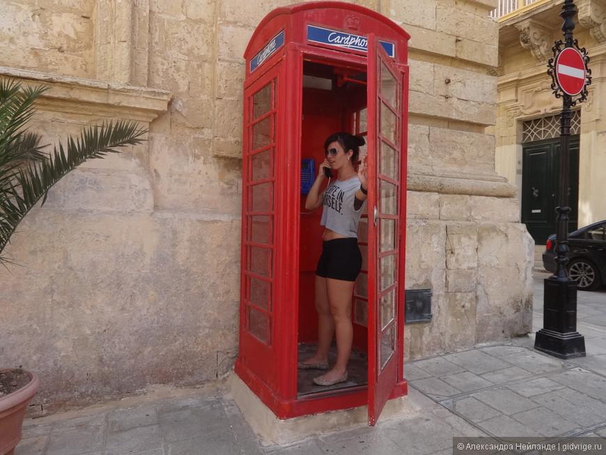 Наследие Британии - телефонные будки.
