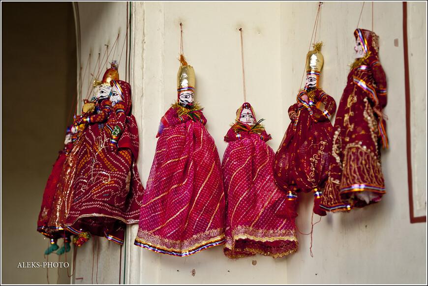Куклы, на самом деле, довольно странный. Но у индийцев на все свои понятия...