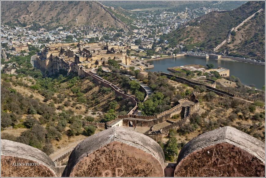 Со смотровых площадок хорошо видны змейки крепостных стен...