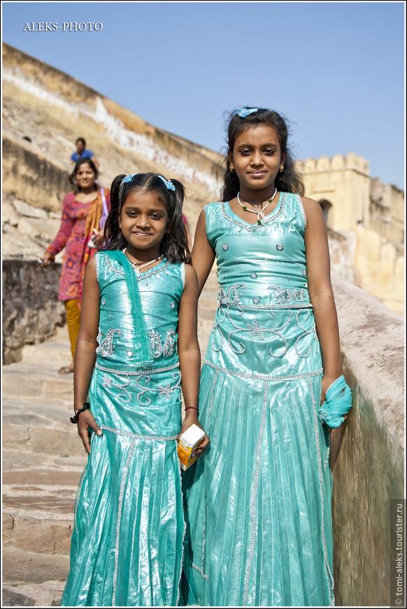 Дальше мы увидели веселых сестричек-индианок, своим оптимизмом прибавивших нам силы. Они были не прочь попозировать…
