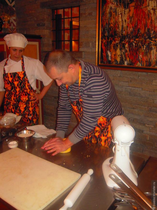 Оказывется довольно тяжело приготовить тесто.