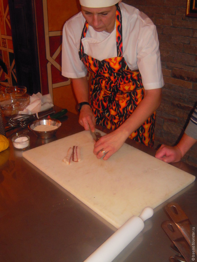 Пока тесто отдыхает начинаем подготавливать ингридиенты для соуса