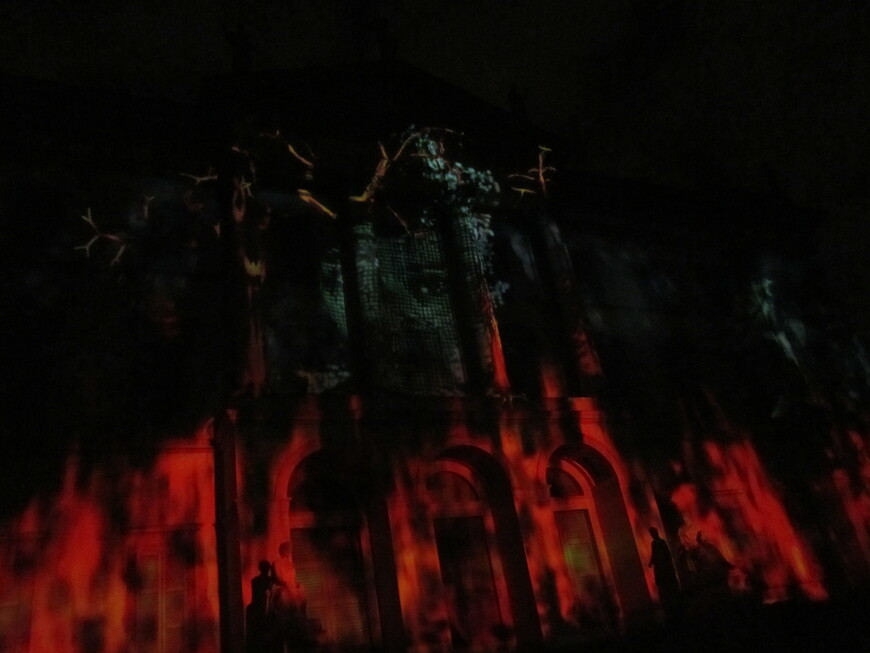 10 мин это лицо читает стих, в то время как огонь увеличивается, охватывает все более все помещение...