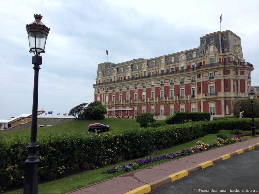 """""""Вилла Евгения"""", сегодня отель дю Пале, которую Наполеон III построил для своей супруги Евгении Монтихо. В 19 века вилла была популярна среди аристократии со всего света."""