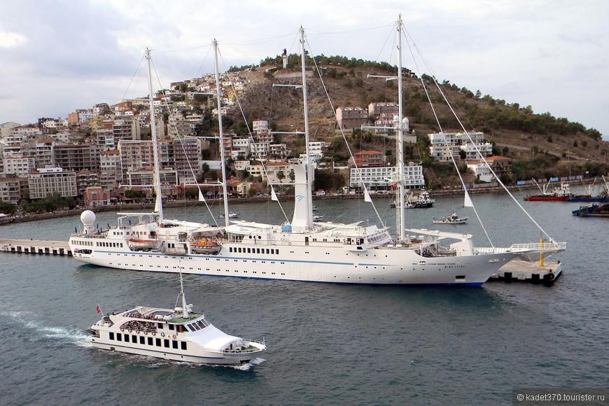 В порту рядом с нашим Westerdam стоял круизный парусник Wind Spirit