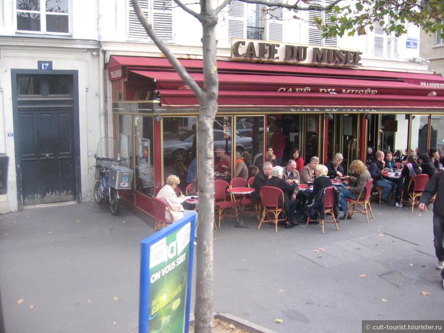 Lifestyle of Paris...Как можно что-то есть в 3 метрах от выхлопной трубы?
