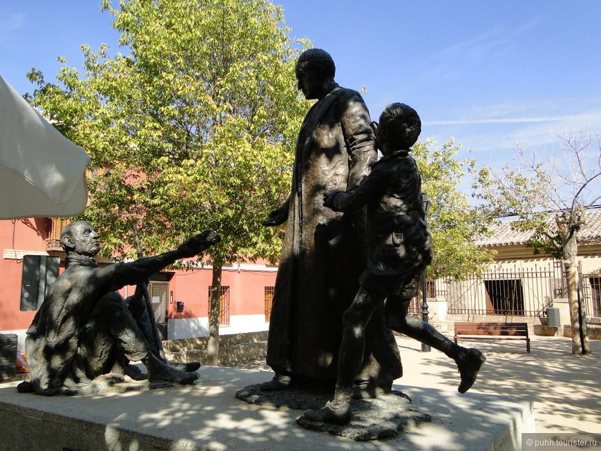Церковь Сан Ильдефонсо стоит на площади с памятником испанскому иезуитскому священнику, ученому и писателю Хуану де Мариана (1536-1624) (Juan de Mariana), чьим именем она названа.