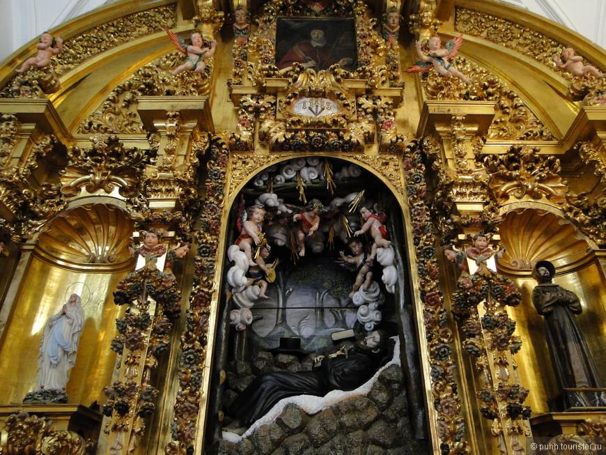 Внутреннее убранство Церкви Сан Ильдефонсо.