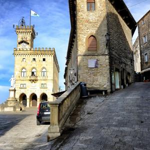 В Сан-Марино солнце, а в деревне Гадюкино...