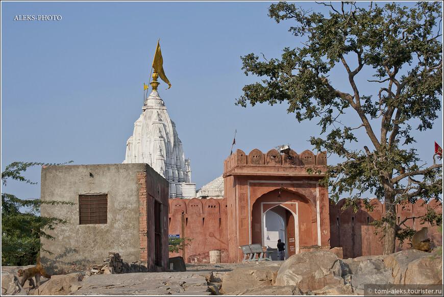 Храм на самом краю обрыва...