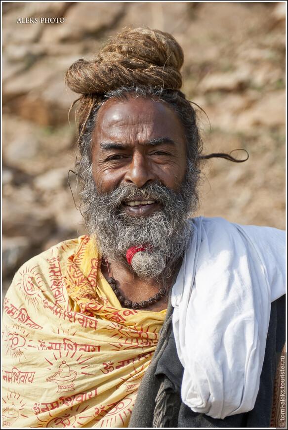 Он был непрочь попозировать за десять рупий...