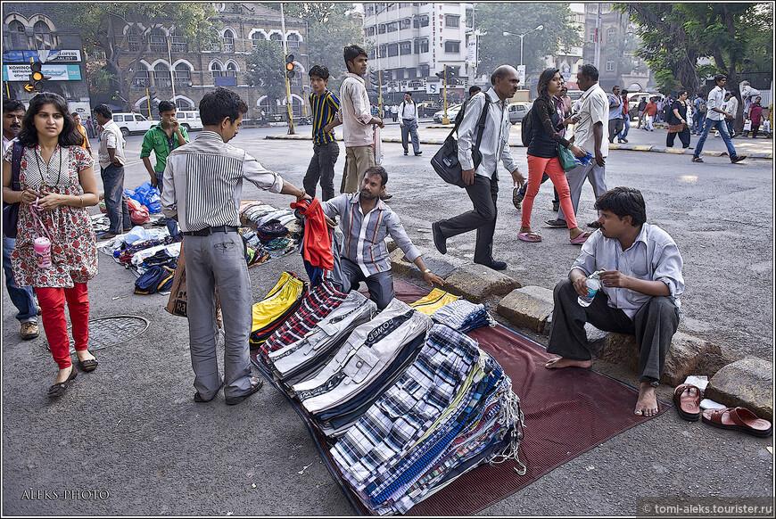 К сожалению, в Индии мы не нашли таких шикарных шорт, которые шьют в Таиланде - на американский вкс и манер. зато здесь можно купить дешевые рубахи...