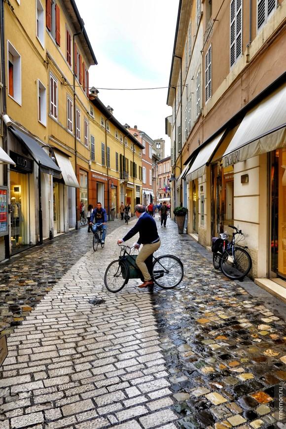 Велосипед – самый популярный вид транспорта.