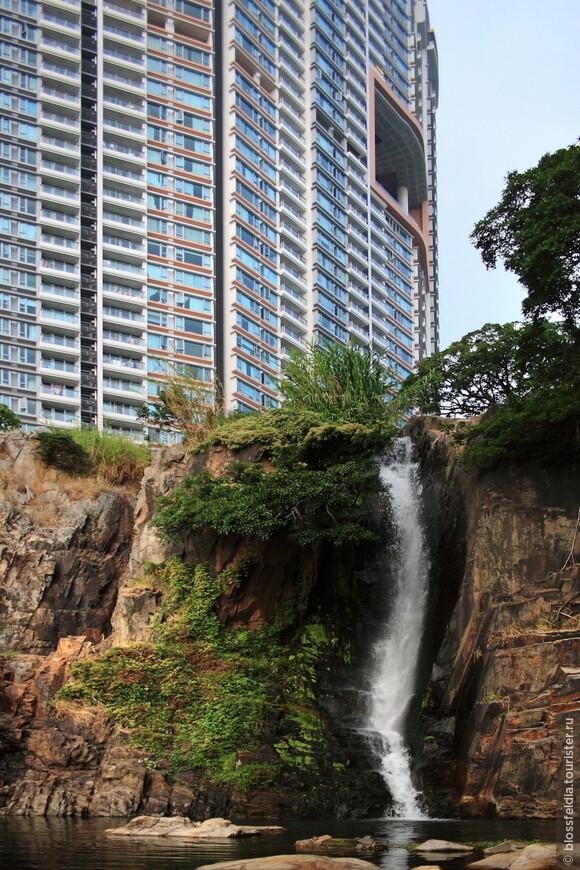 уникальный дом на острове Гонконг.  Рядом водопад, парк, пляж....