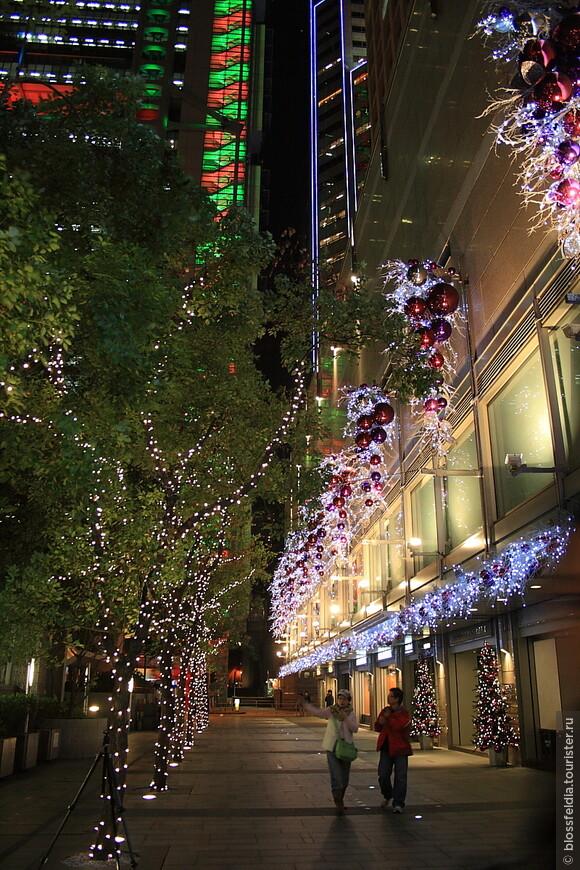 улица, украшенная к Новому году