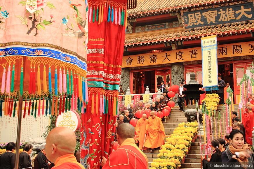 церемония в монастыре у Большого Будды