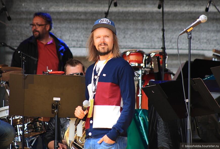 Юккa Пойка. Местная финская звезда. Репетиция днем. Jukka Poika - Silkkii