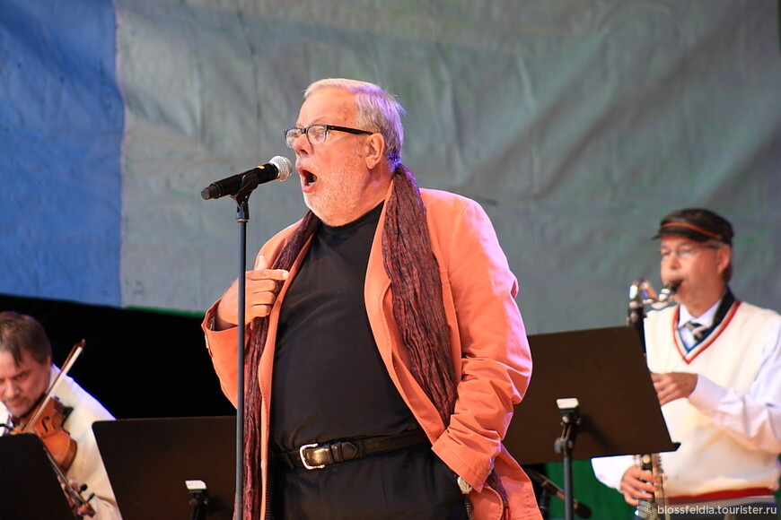 . и зовут оперного певца - Голос Финляндии, а именно Matti Salminen