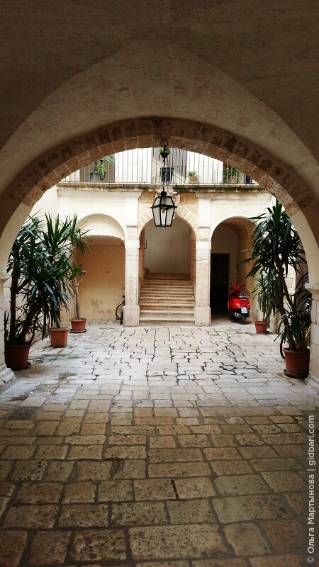 закрытый дворик в Старом Бари