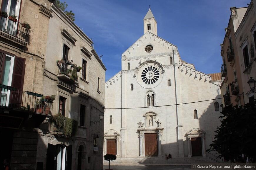 величественный собор Св. Савина