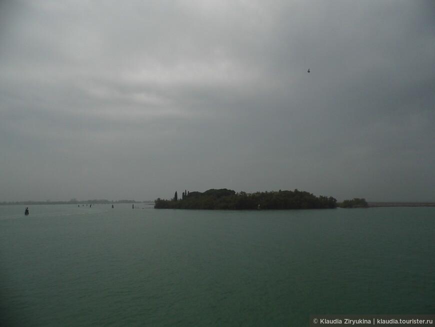 Мимо острова-Буяна...