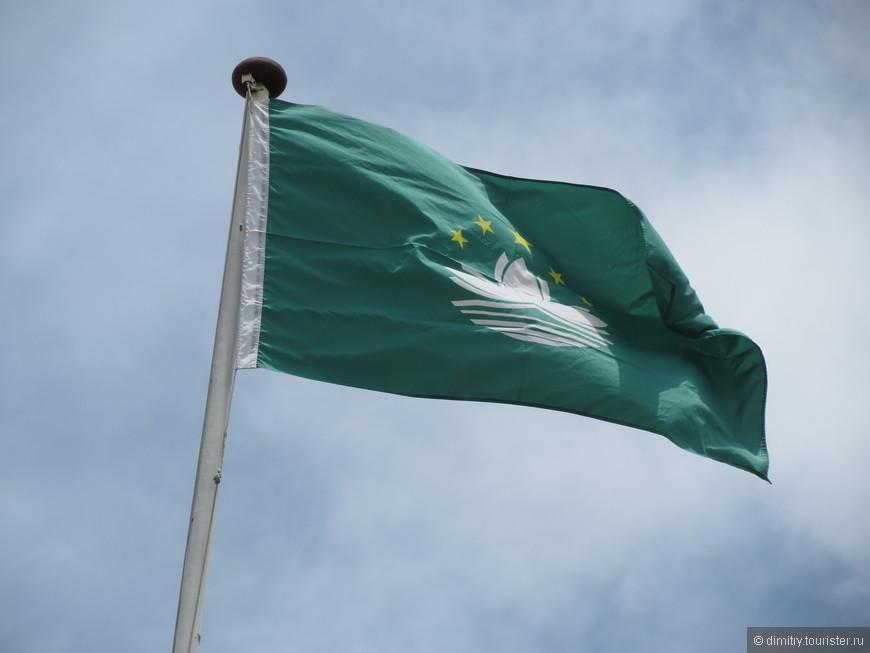 У Макао флаг зеленый. К исламу отношения не имеет.