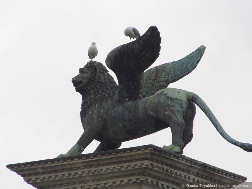 Еще один символ -- крылатый лев.