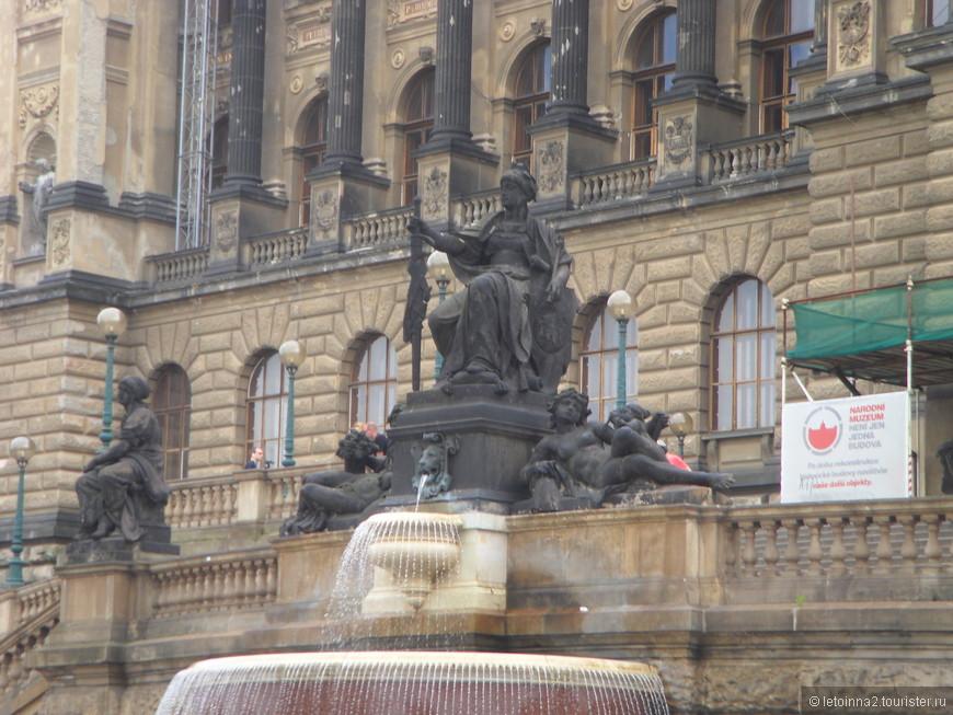 В далекие 80-е мы закончили школу Центральной группы войск под Прагой, и вот, спустя 27 лет, смотрели на город глазами вчерашних детей, радовались, вспоминали и понимали, что теперь посещение этого города будет в обязательной  программе наших путешествий.