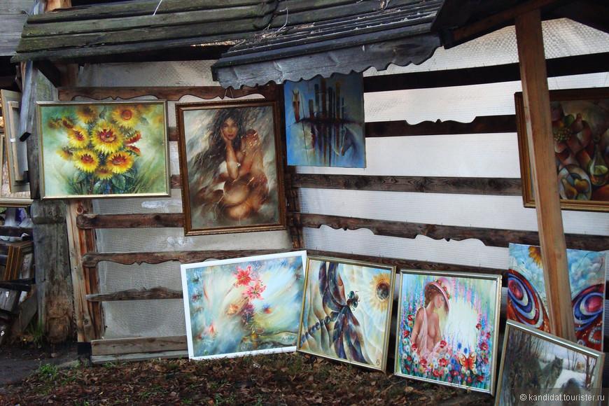 Ну а художественная составляющая  вернисажа располагается на не самой главной, хотя звучно называющейся аллее - аллее Художников.
