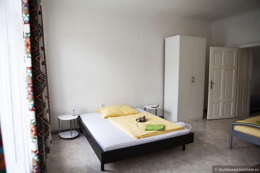 наша комнатка, снимали квартиру через booking.com