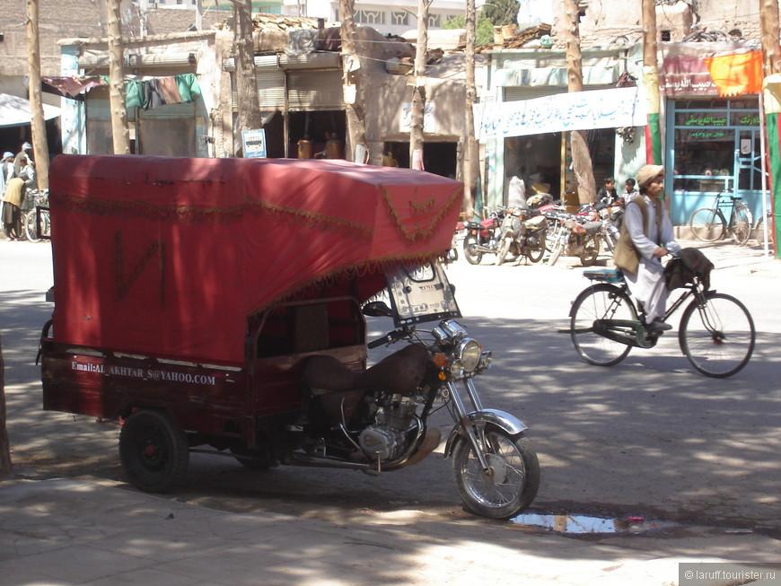 Местное такси. Заказ очевидно по электронной почте)