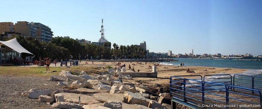 """Городской бесплатный пляж """"Панэ э помодоро"""" (Хлеб и помидор)."""