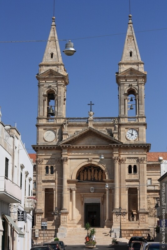 церковь Св. братьев бессребреников Кузьмы и Демьяна, которые являются покровителями г. Альберобелло