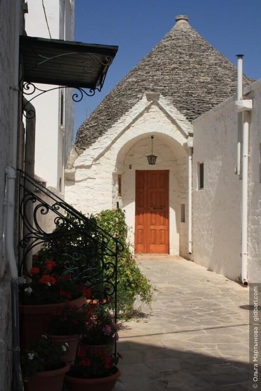 Изначально домики трулло строились без окон и свет проникал только через дверь.