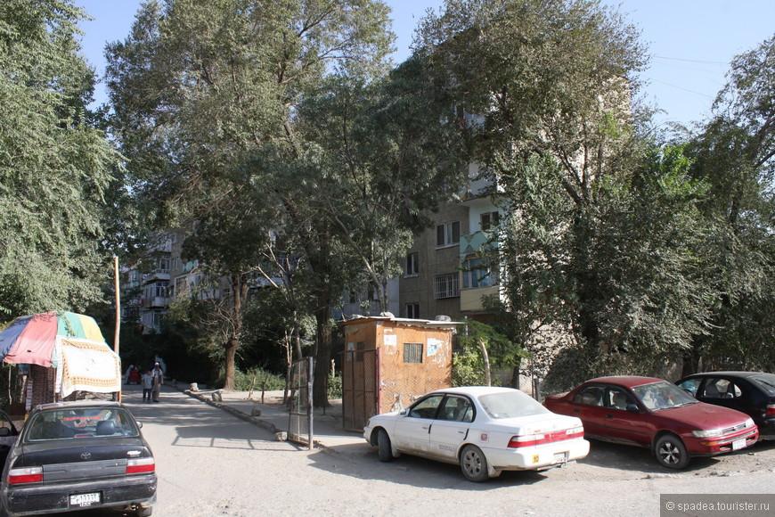Почти как дома :) Русские строили для своих специалистов, которые работали в Афганистане до войны. Теперь местные живут. Жаль, не удалось посмотреть как у них квартирки обустроены.