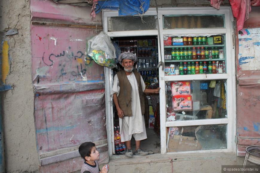 Местный бизнесмен. Колоритный дедуля :)