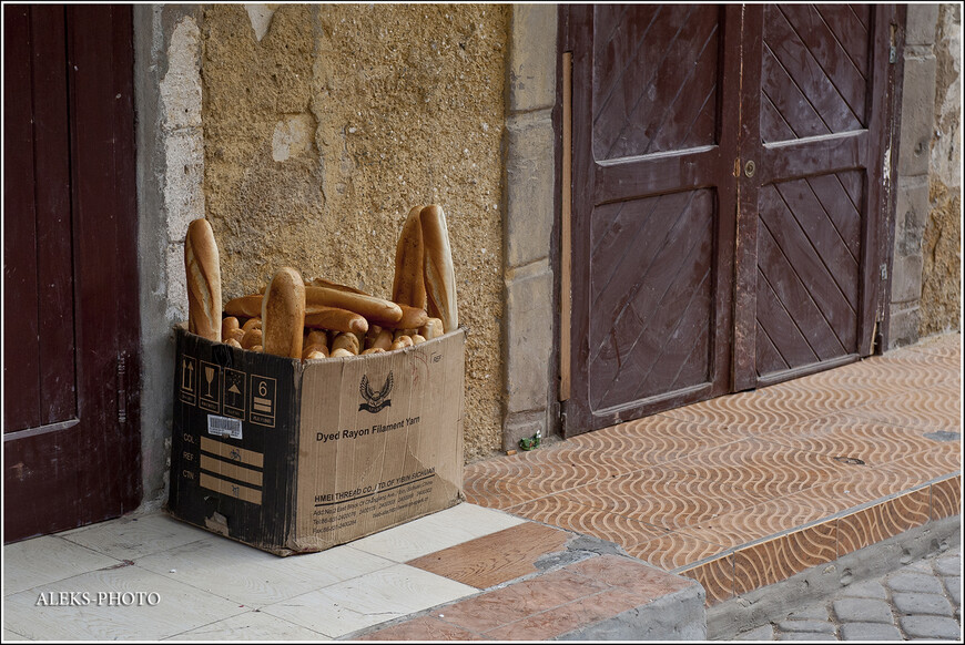 Вот это мне не совсем понятно. Видимо, кто-о перестарался с заготовкой свежего хлеба, который потом стал совсем не свежим...