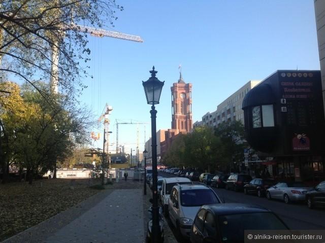 Берлин, вид на красную ратушу