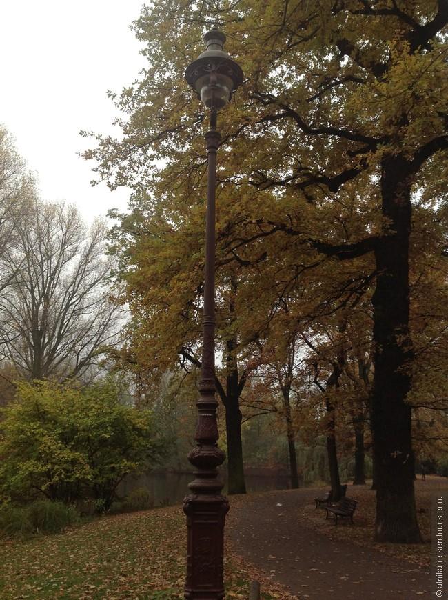 Берлин, аллея газовых фонарей в парке