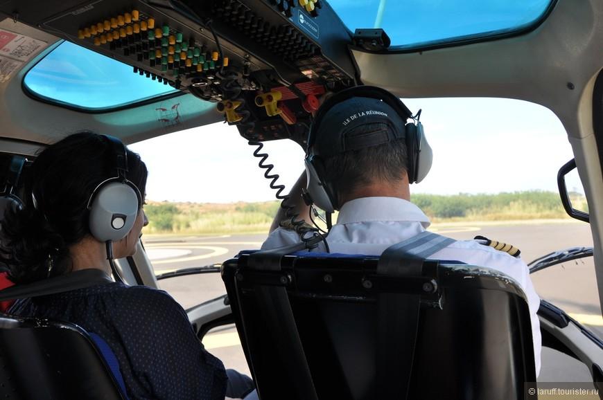 Пилот и 5 пассажиров готовятся к старту. Я первый раз летал на таком маленьком воздушном судне и честно говоря ожидал порцию адреналина. На поверку полет оказался комфортнее поездки на автомобиле.