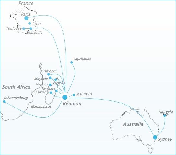 Местная реюньонская авиакомпания Air Austral летает по всем островам индийского океана. Есть даже рейс в Сидней и Новую Каледонию. Самолеты новые, еда вкусная, экипаж - свежий и чисто выбритый)) С Реюньона мы двинули на Коморские острова.