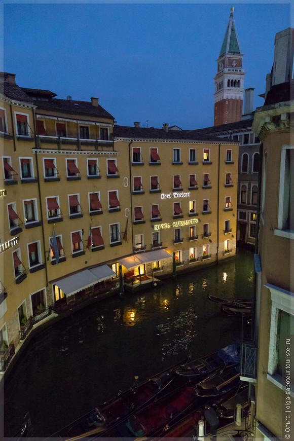 Другой способ увидеть (и услышать) безлюдную Венецию - пройтись ранним утром по Пьяцца Сан-Марко. Для этого достаточно поселиться в ближайшем переулке :-)