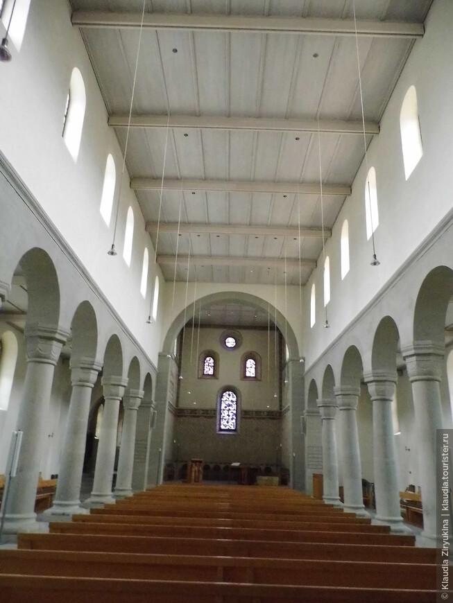 Зал городской церкви.