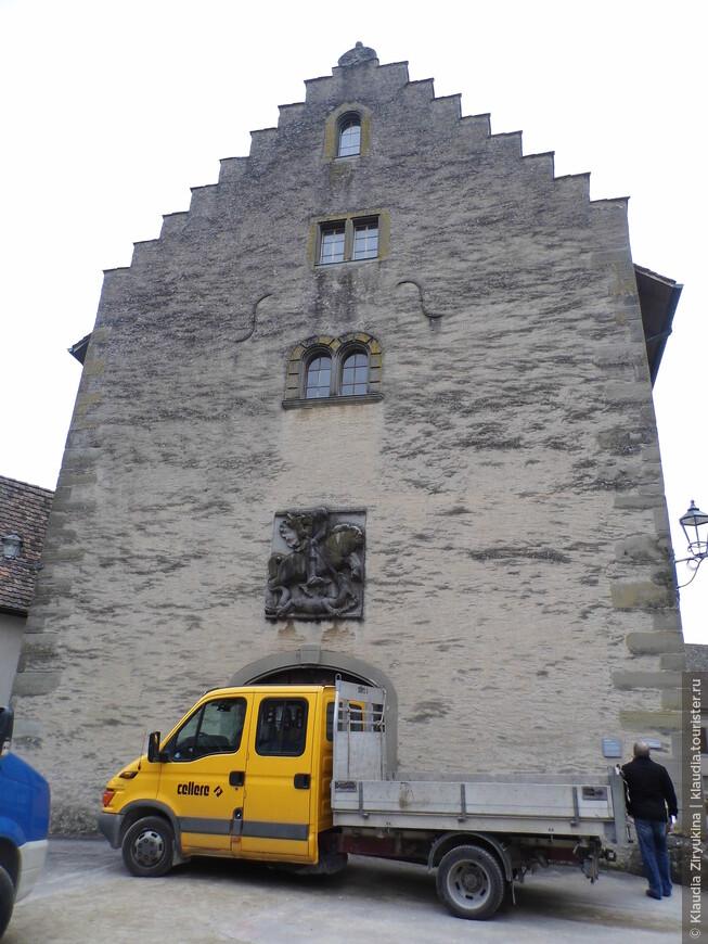Здание Арсенала 17 века.
