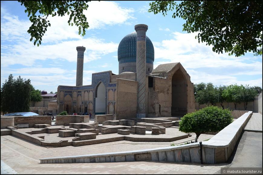 Мавзолей Гур-Эмир (14-15 вв.), в котором находится гробница Тамерлана