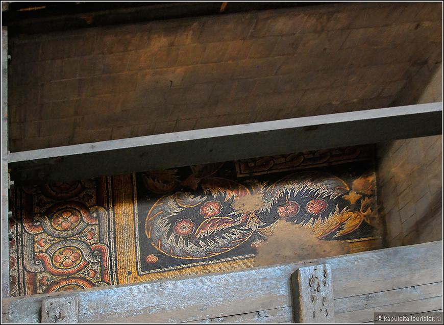 древний мозаичный пол относят к 12 веку