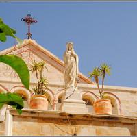 Церковь святой Екатерины, отсюда на Рождество мы видим праздничную литургию...