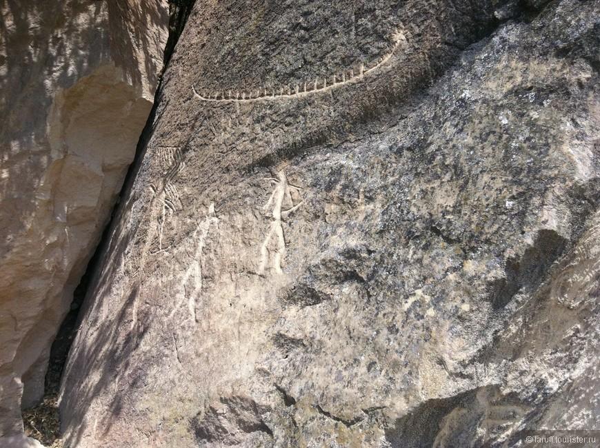 В 70-ти километрах к северу от Баку находится охраняемый ЮНЕСКО заповедник Гобустан. Предполагается, что найденные в середине XIX века наскальные рисунки были сделаны целых 40.000 лет назад.