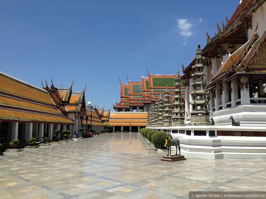 Храмовый комплекс Ват Сутат, г. Бангкок, Королевство Таиланд.