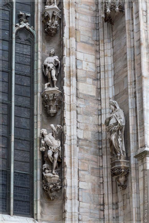 Эти фигуры в изящных позах - герои библейских легенд.